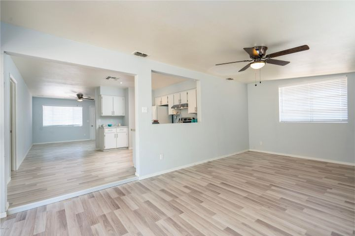7903 W BECKER Lane, Peoria, AZ 85345