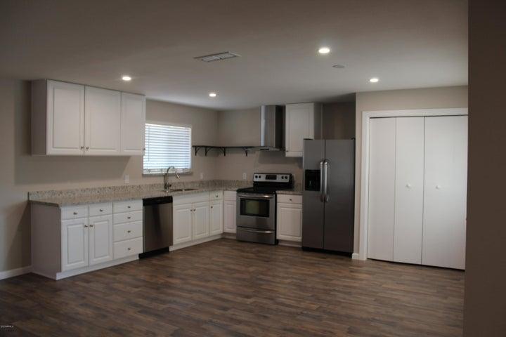 321 N 4TH Street, Avondale, AZ 85323