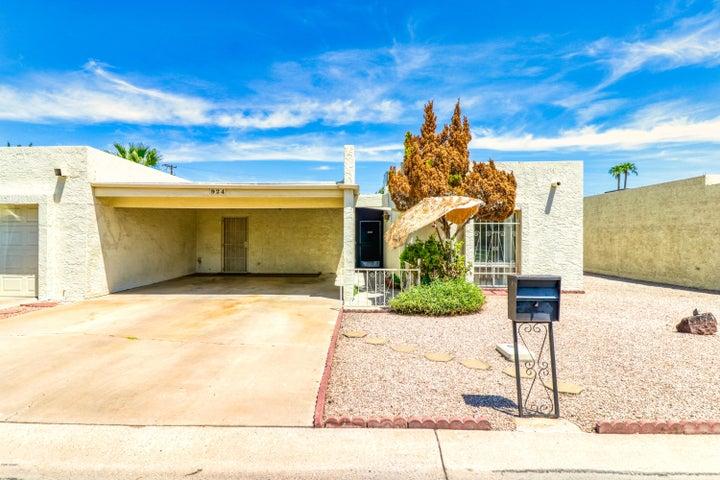 924 W TULSA Street, Chandler, AZ 85225