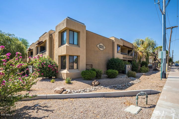 1 bed, 1 bath, Old Town Scottsdale, rennovted, near Fashion Square, Restaruants, Giants Sprint Training and the green belt