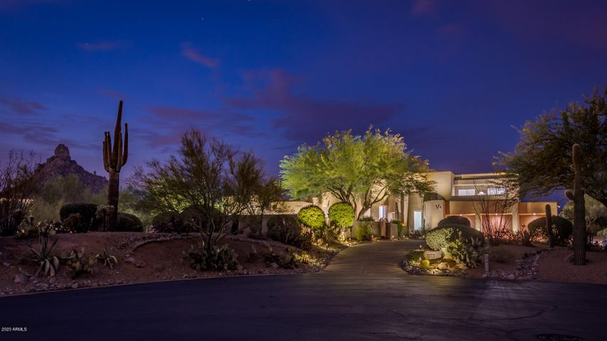 Large private lot with amazing mountain views