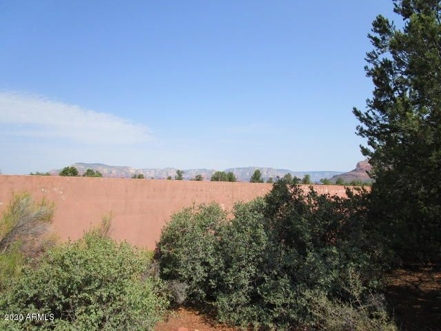 Flat lot with views of Red Rocks