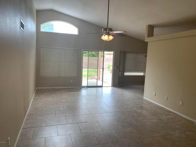 517 W NAVARRO Avenue, Mesa, AZ 85210