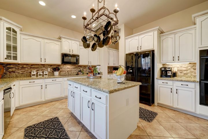 All Appliances Convey, dual oven, electric cooktop