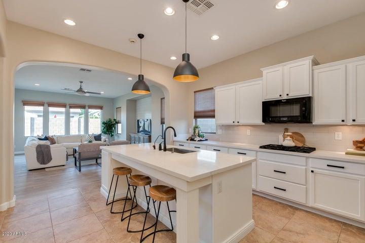 18320 W CINNABAR Avenue, Waddell, AZ 85355