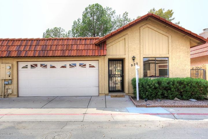 925 E Charleston Avenue, Phoenix, AZ 85022