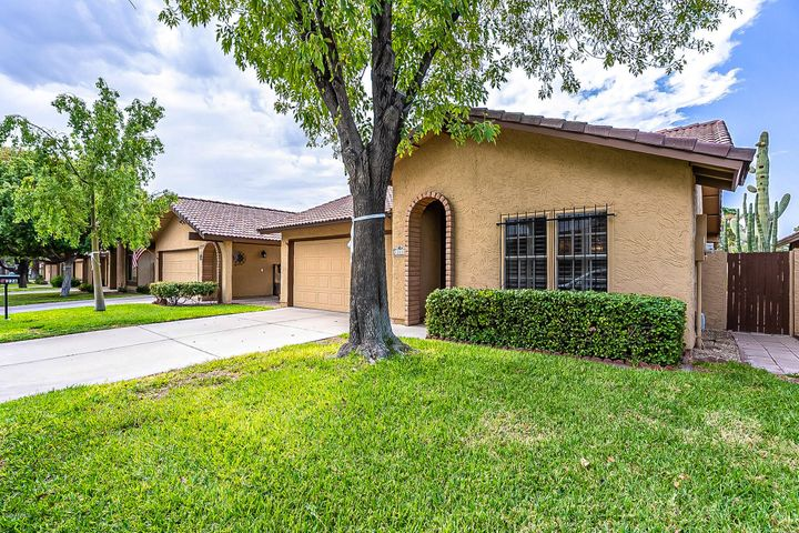 3 bed home on Ahwatukee Country Club Golf Course!