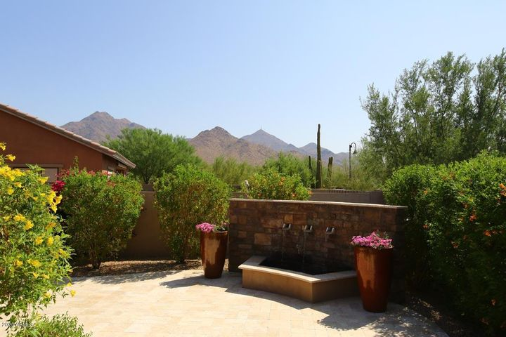 SOOTHING WATERFALL & SPECTAULAR MOUNTAIN VIEWS FROM YOUR TRAVERTINE PATIO!