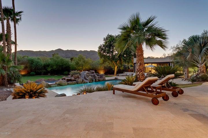 8102 N 53RD Place, Paradise Valley, AZ 85253