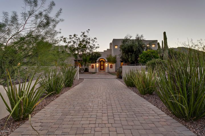 8102 N 53RD Place, Paradise Valley, AZ 85253