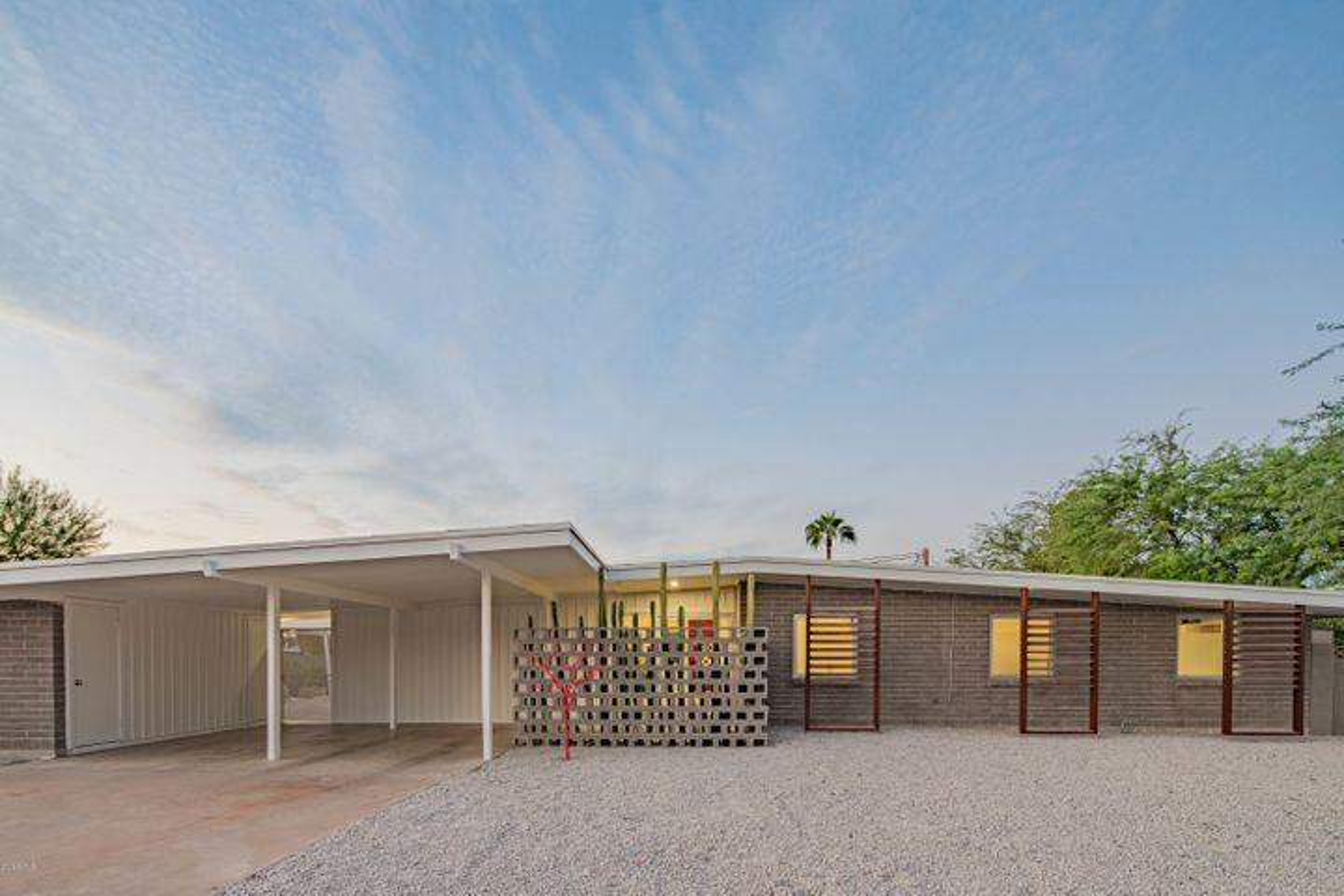 3520 E ONYX Avenue, Phoenix, AZ 85028