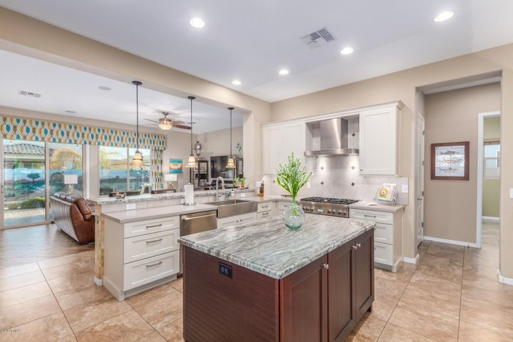 Beautiful two-toned kitchen