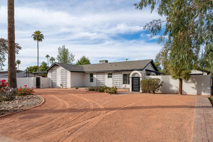 5736 W LOMA Lane, Glendale, AZ 85302