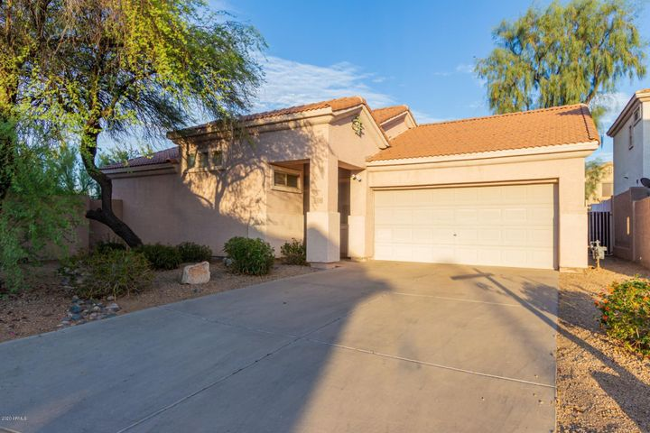 Located close to grocery, shopping, dining and the bank.