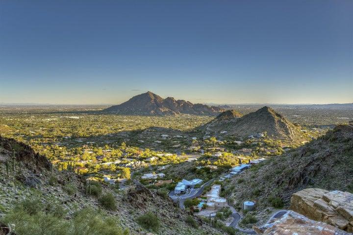 7620 N RED LEDGE Drive, 202, Paradise Valley, AZ 85253
