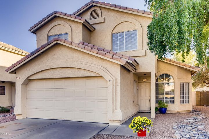 3713 E TOPEKA Drive, Phoenix, AZ 85050