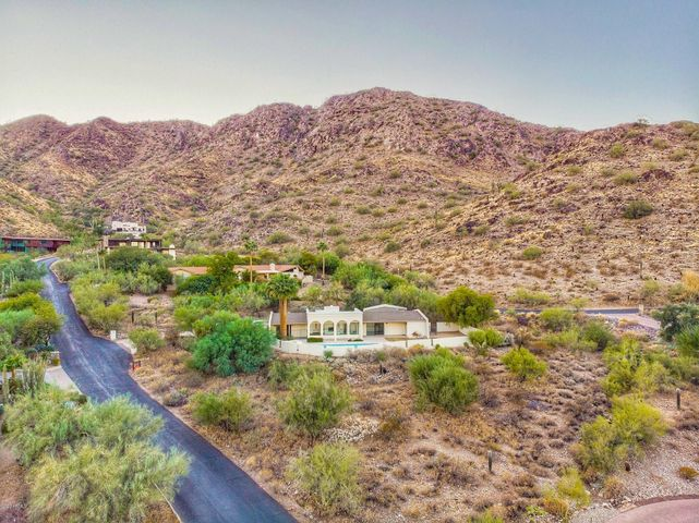 8220 N CHARLES Drive, Paradise Valley, AZ 85253