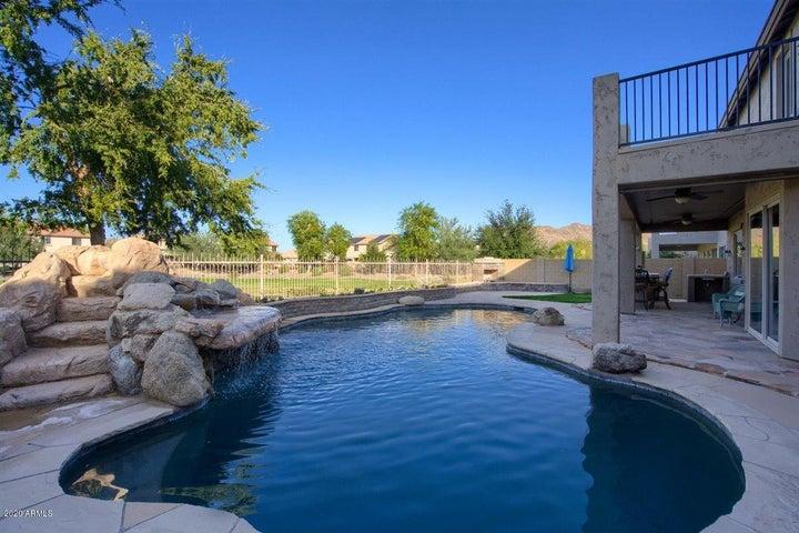 5608 W Molly Lane, Phoenix, AZ 85083
