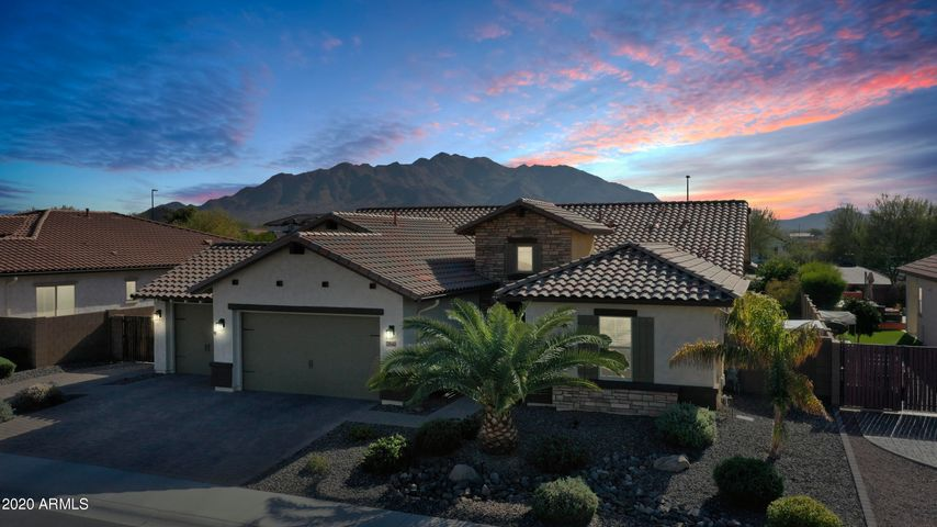 Welcome to this gorgeous single story gated home in Monteverde which is tucked near the San Tan Mountains and located in the top notch Chandler School District.