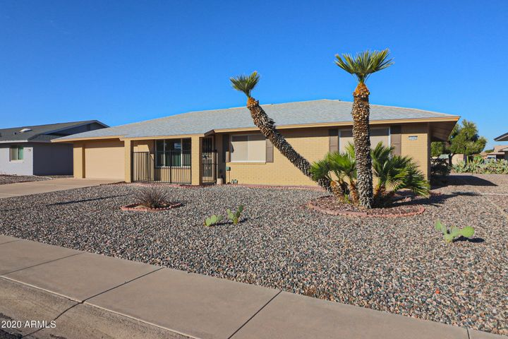 3BD/1.75BT home in Beautiful Sun City West!