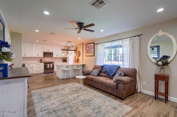 915 E SAN MIGUEL Avenue, Phoenix, AZ 85014