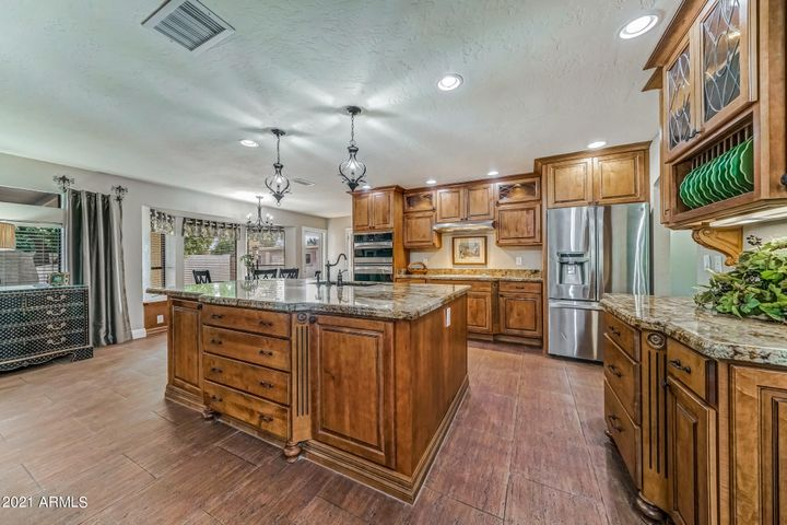Exquisite $50,000 renovated kitchen!