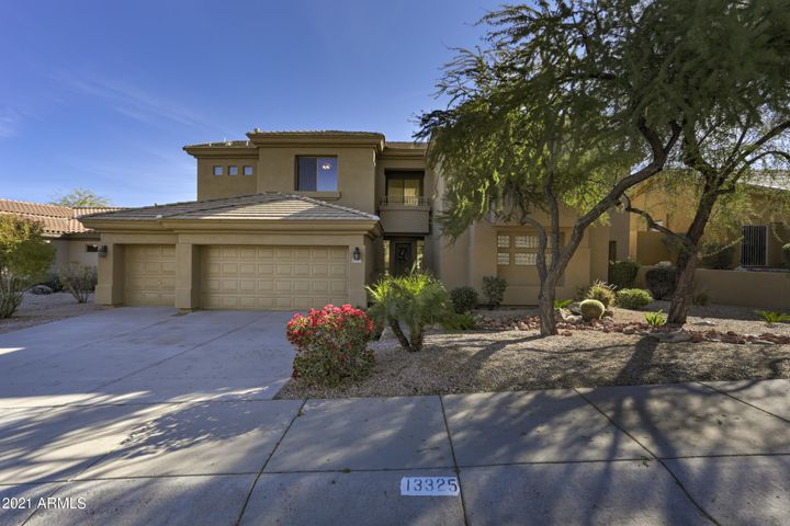 5 Bedroom Home with Pool on Sunridge Canyon golf course.