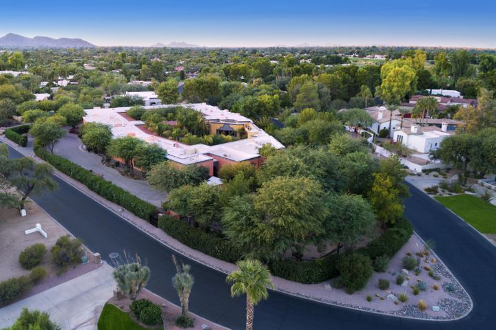 Walking distance to Camelback Country Club