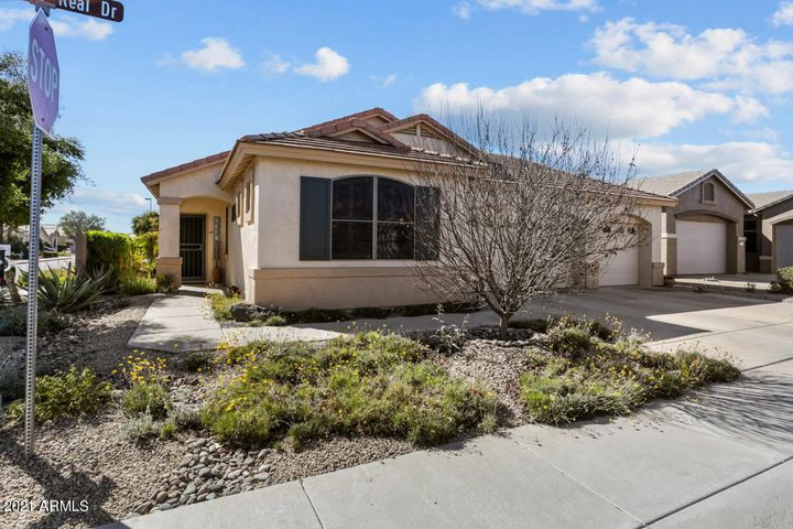 This lovely 1704sf LaPosada model is located in the guard-gated 55+ community of Arizona Traditions.