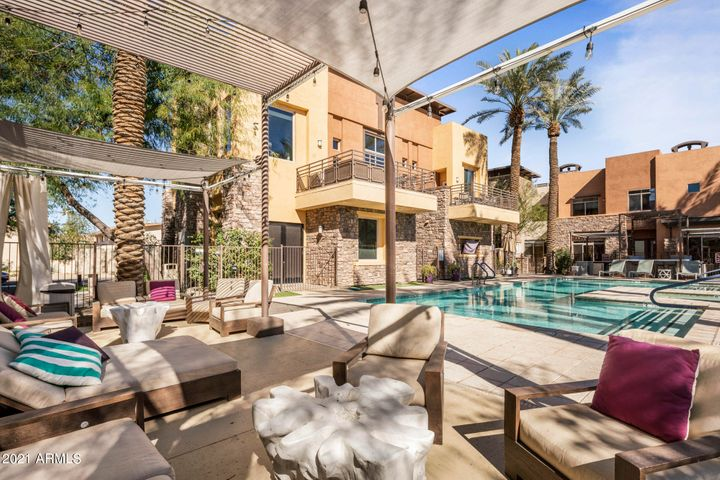 The Sage condominiums offer resort style benefits such as a pool, spa, gas BBQ's, clubhouse complete with kitchen, fitness facility, and wine cellar.