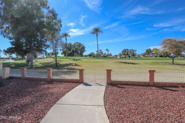 9554 E FAIRWAY Boulevard, Sun Lakes, AZ 85248