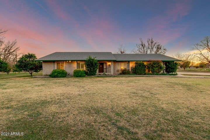 1960 S LINDSAY Road, Gilbert, AZ 85295