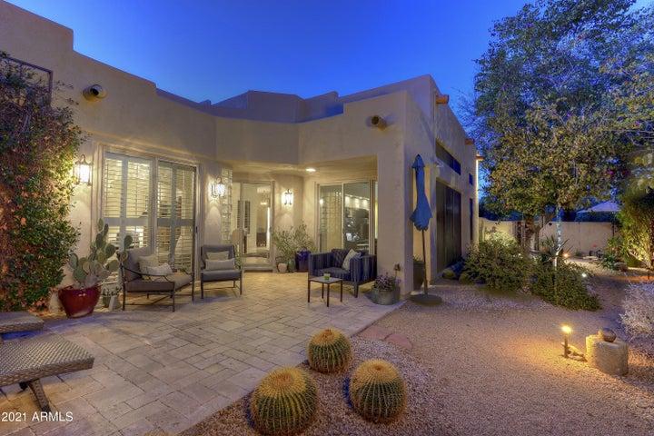 8383 E LAS ESTANCIAS Street, Scottsdale, AZ 85250