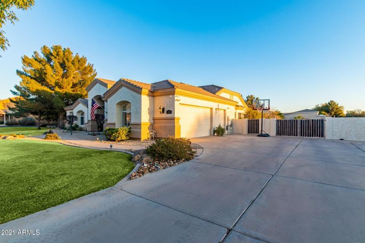 2695 E COUNTRY SHADOWS Court, Gilbert, AZ 85298