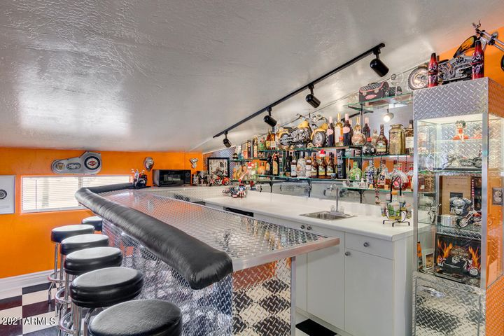 Full WET Bar in Guest Quarters