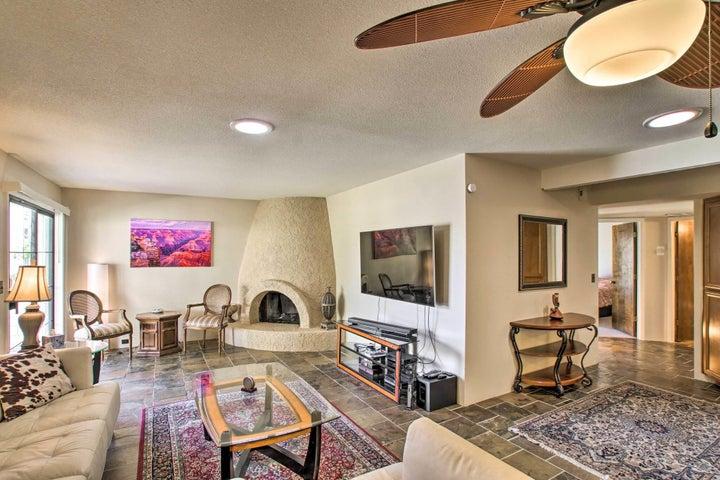 8809 S 47TH Place, Phoenix, AZ 85044