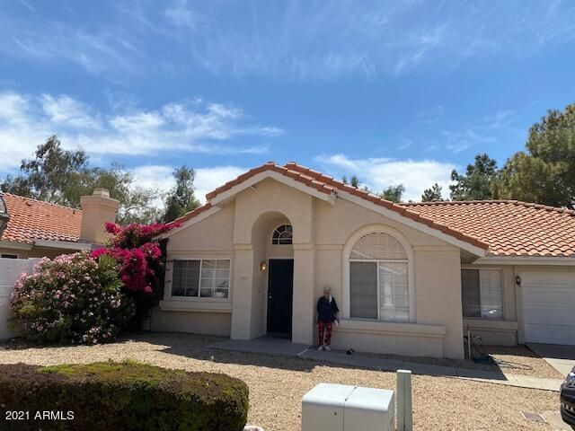 This home is located in a gated community and on a cul de sac lot. It has 3 bedrooms, 2 baths, open floor plan, vaulted ceilings, large master with separate tub and shower, covered patio and community pool.