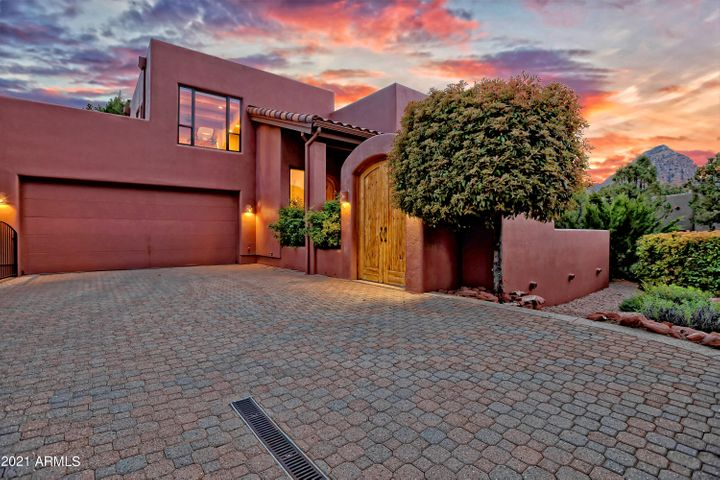 A true lock and leave SW Contemporary home in gated Casa Contenta.