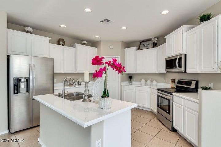 Beautiful White Kitchen!