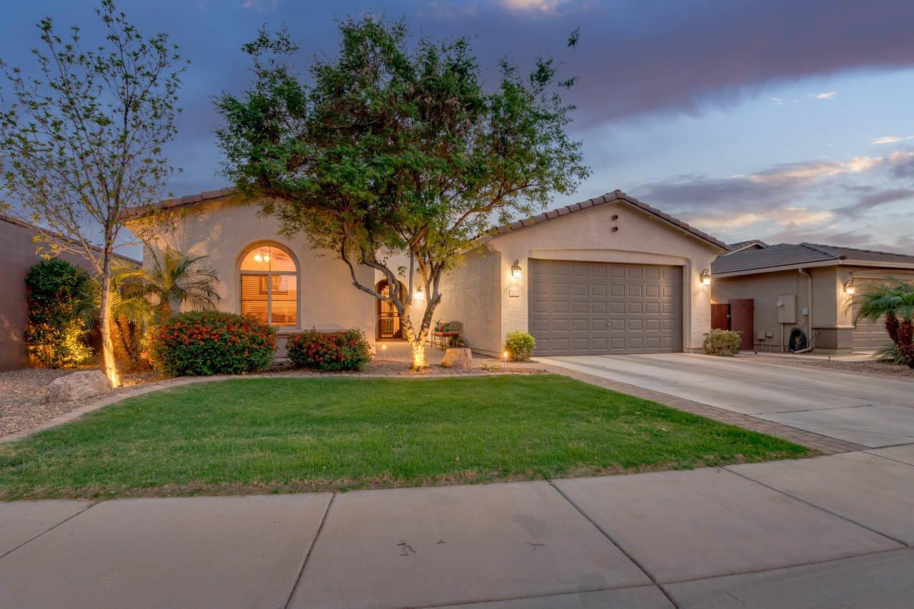 117 W YELLOW WOOD Avenue W, San Tan Valley, AZ 85140