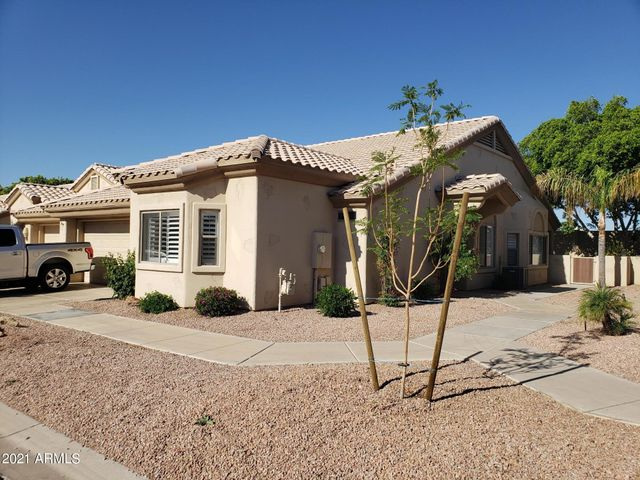Beautilfyy upgraded. Two master suites (split plan), great room, vaulted ceilings and more.