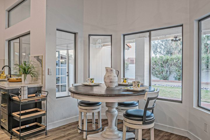9679 E DREYFUS Avenue, Scottsdale, AZ 85260
