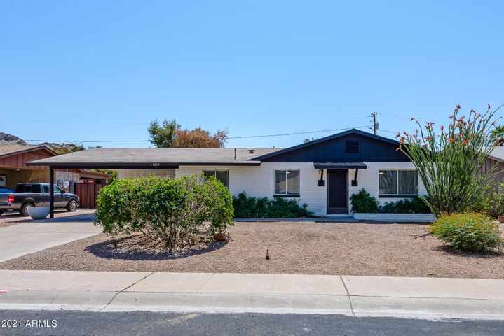 2209 E EVERETT Drive, Phoenix, AZ 85022