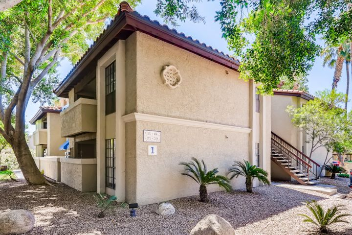 7557 N DREAMY DRAW Drive, 204, Phoenix, AZ 85020