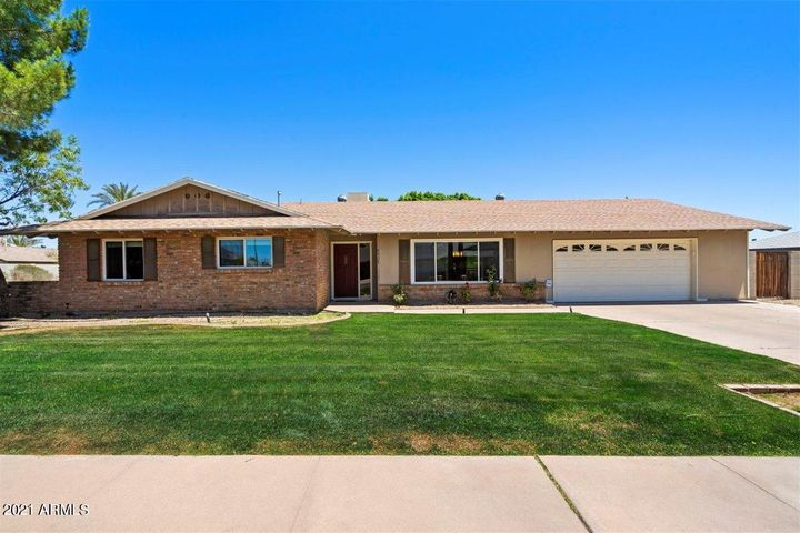 Charming brick 2381sf 3 bedroom/2 bath home + office and sparkling diving pool in historic Village Grove 20.