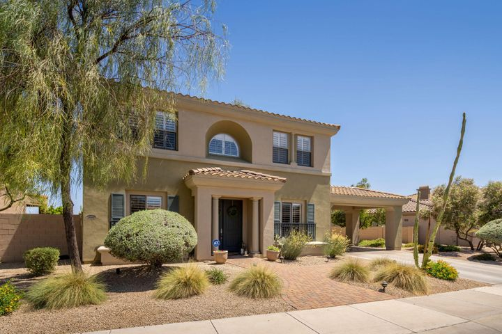 Beautiful curb appeal for this home on a huge lot!