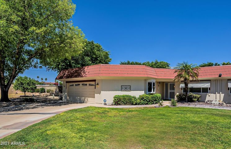 Two bedroom home in Sun City ideally located on a quiet cul-de-sac.
