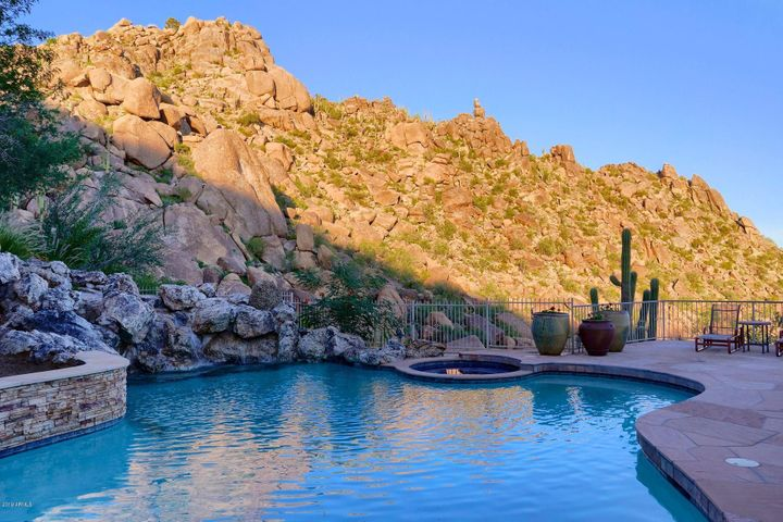 Private pool facing the rocks of Black Mountain.