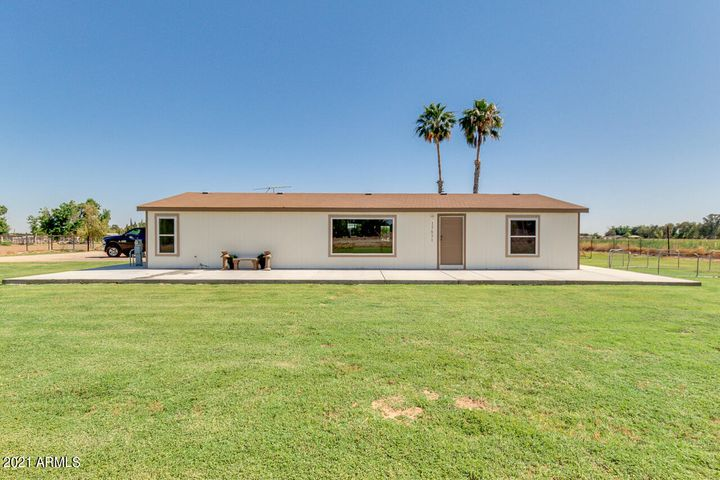 17631 W GLENDALE Avenue, Waddell, AZ 85355