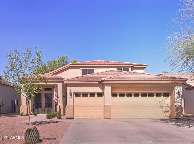 Beautiful 3BR + Den + Loft and 3 car garage in a great Mesa location